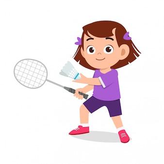 Szczęśliwa śliczna dziewczyna bawić się badminton