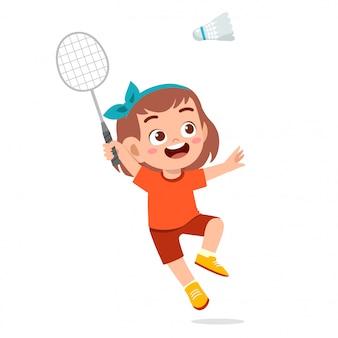 Szczęśliwa śliczna dziewczyny sztuki pociągu badminton