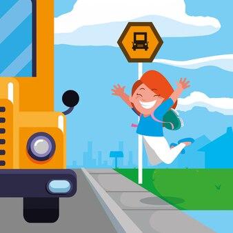 Szczęśliwa studencka dziewczyna w autobus szkolny przerwy scenie