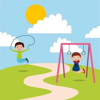 Szczęśliwe dzieci bawiące się w jum rope i bar monkey