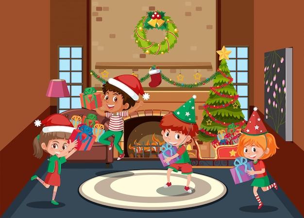 Szczęśliwe dzieci świętują boże narodzenie