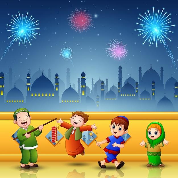 Szczęśliwe dzieci świętują eid mubarak