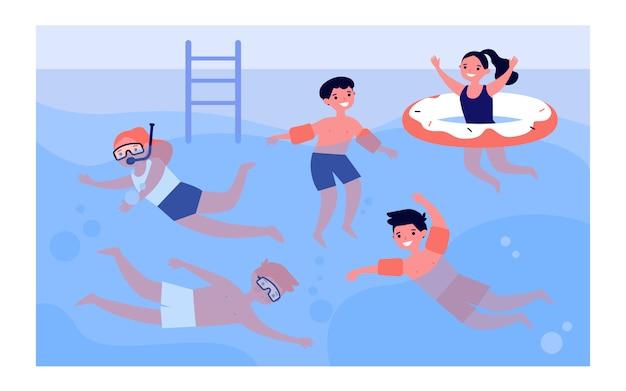 Szczęśliwe dzieci w basenie
