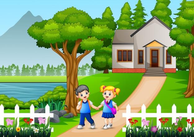 Szczęśliwe dzieci w wieku szkolnym chodzą do szkoły