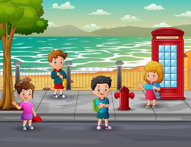 Szczęśliwe dzieci w wieku szkolnym na ilustracji ulicy