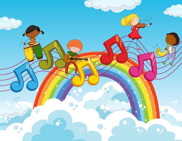 Szczęśliwe dzieci z symbolami melodii muzycznych na niebie z tęczą