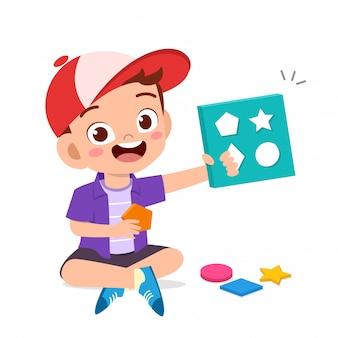 Szczęśliwe słodkie dzieci bawią się uczą się geometrii 3d