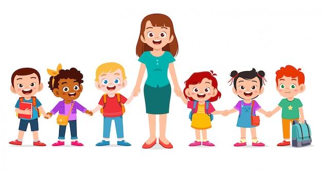 Szczęśliwe słodkie dzieci uśmiechają się razem z nauczycielem