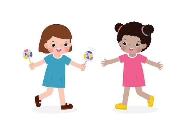 Szczęśliwe słodkie małe dzieci dzielące się cukierkami z przyjacielem postaci z kreskówek płaska konstrukcja na białym tle wektor