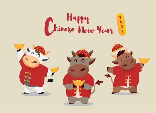 Szczęśliwego chińskiego nowego roku zodiak wół. ładny charakter krowy w czerwonym zestawie kostiumów. przetłumaczone: szczęśliwego chińskiego nowego roku.