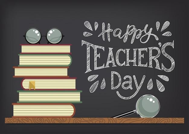 Szczęśliwego dnia nauczyciela. stos książek z okularami i lupą na tle tablica. gratulacje kredą. ilustracja.