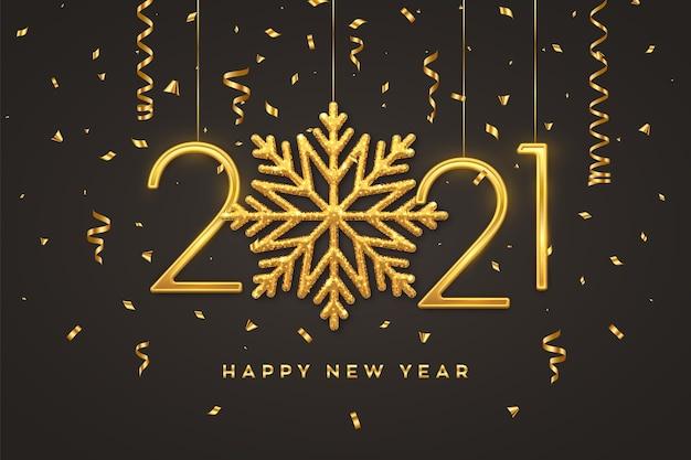 Szczęśliwego nowego roku 2021. wiszące złote metaliczne cyfry 2021 z błyszczącym płatkiem śniegu i konfetti na czarnym tle.