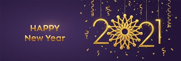 Szczęśliwego nowego roku 2021. wiszące złote metaliczne cyfry 2021 z błyszczącym sztandarem z płatków śniegu i konfetti