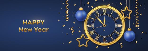 Szczęśliwego nowego roku 2021. złoty zegarek z cyfrą rzymską i odliczaniem północy w wigilię nowego roku. transparent z błyszczącymi złotymi gwiazdami i kulkami.