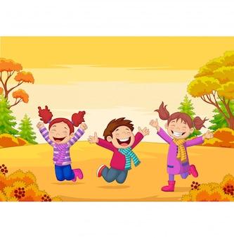 Szczęśliwi dzieci skacze na jesieni ilustraci