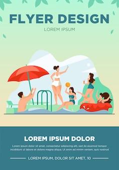 Szczęśliwi ludzie korzystający z imprezy przy basenie. mężczyźni i kobiety w strojach kąpielowych grają w piłkę, pływają z dmuchanym pączkiem, piją koktajle. ilustracja wektorowa na lato, wakacje, pojęcie wypoczynku