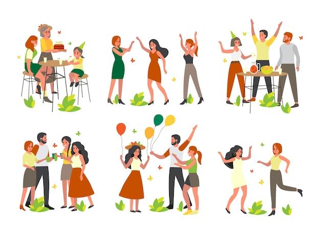 Szczęśliwi ludzie mają wielką imprezę z balonami na zewnątrz zestawu. kobieta i mężczyzna bawią się i tańczą razem. świąteczne lub wydarzenie.