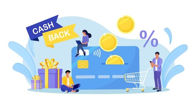 Szczęśliwi ludzie otrzymujący cashback. klienci otrzymują zwrot pieniędzy na kartę kredytową. bankowość internetowa. klienci otrzymujący nagrody pieniężne. oszczędzać pieniądze