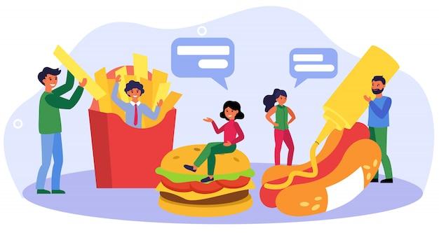 Szczęśliwi ludzie spotykają się w restauracji typu fast food