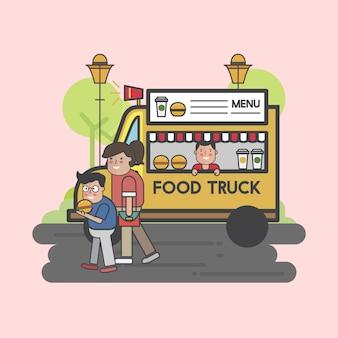 Szczęśliwi ludzie w ciężarówce żywności