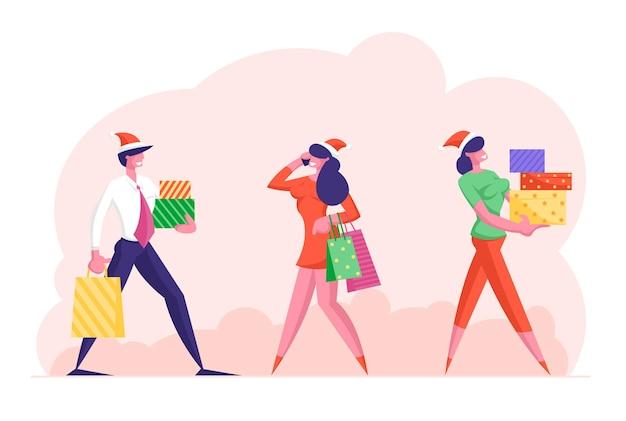 Szczęśliwi ludzie w strojach wizytowych i czapkach świętego mikołaja niosą pudełka z prezentami na imprezę firmową