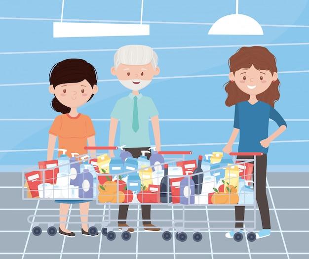 Szczęśliwi ludzie z pełnymi koszykami nadwyżki zakupów