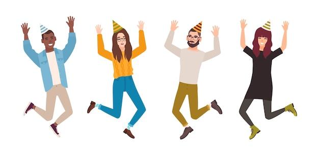 Szczęśliwi mężczyźni i kobiety obchodzą urodziny