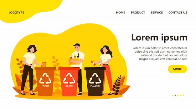 Szczęśliwi mężczyźni i kobiety sortują śmieci
