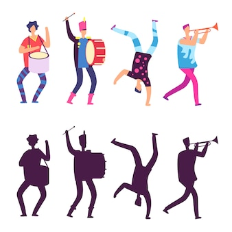 Szczęśliwi mężczyźni w jasnych ubraniach z instrumentami muzycznymi