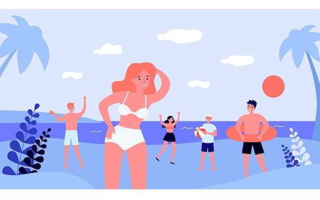 Szczęśliwi młodzi ludzie korzystający z zajęć na plaży