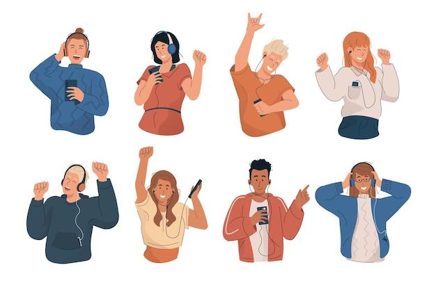 Szczęśliwi młodzi ludzie słuchają muzyki i tańczą z odtwarzaczem mp3 i smartfonem
