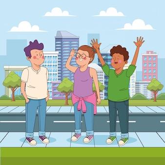 Szczęśliwi nastoletni przyjaciele na ulicy