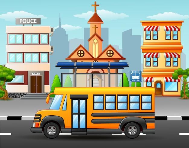Szczęśliwi ucznie jedzie autobus szkolnego
