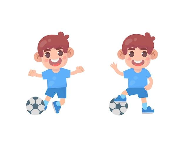 Szczęśliwy chłopiec dzieci grać w piłkę nożną