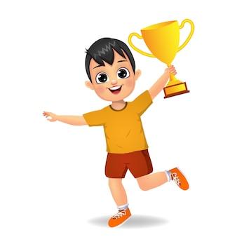 Szczęśliwy chłopiec dziecko z puchar trofeum