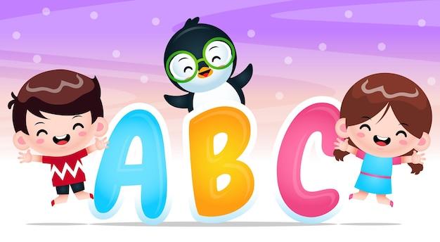Szczęśliwy chłopiec dziewczyna i pingwin z alfabetu