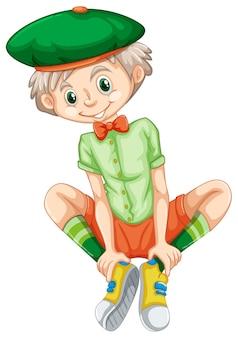 Szczęśliwy chłopiec w zielonej koszuli