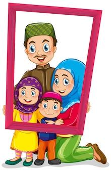 Szczęśliwy członek rodziny trzymający ramkę na zdjęcia