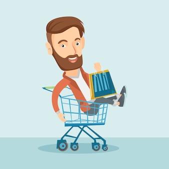 Szczęśliwy człowiek jedzie w wózek na zakupy.