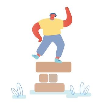 Szczęśliwy człowiek tańczący na szczycie wieży z drewnianych elementów.