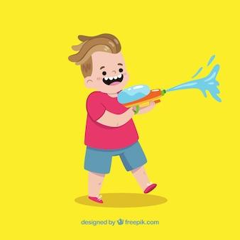Szczęśliwy dzieciak bawić się z wodnym pistoletem