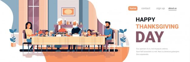Szczęśliwy dzień dziękczynienia wielopokoleniowy rodzinny stół do siedzenia z okazji święta