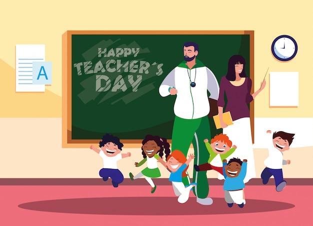 Szczęśliwy dzień nauczyciela z nauczycielami i uczniami w klasie