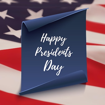 Szczęśliwy dzień prezydentów napis na niebieskim papierze zakrzywionym nad amerykańską flagą.