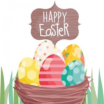 Szczęśliwy easter bokobrody kosz z jajkami na trawie