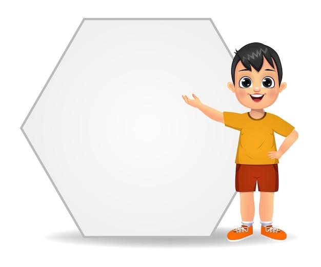 Szczęśliwy ładny chłopiec trzyma puste banery