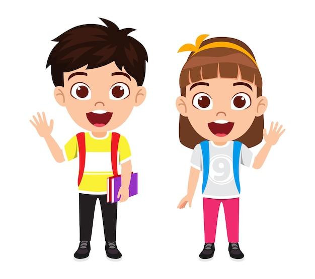 Szczęśliwy ładny inteligentny dzieciak chłopiec i dziewczyna studentka na sobie t-shirt i swobodną sukienkę i macha z wesołym wyrazem twarzy z torbą i książkami na białym tle