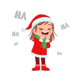 Szczęśliwy ładny mały chłopiec i dziewczynka ubrana w czerwony świąteczny kostium i śmiać się głośno