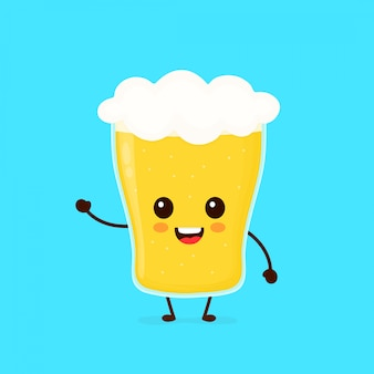 Szczęśliwy ładny uśmiechający się szklankę piwa