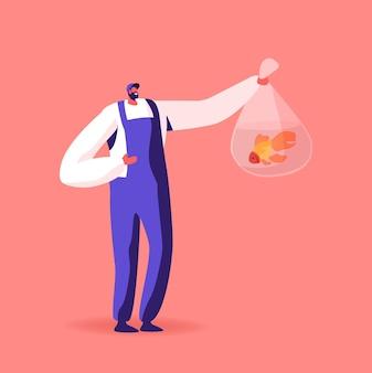 Szczęśliwy męski charakter w sklepie zoologicznym trzymający plastikową torbę ze złotą rybką w środku